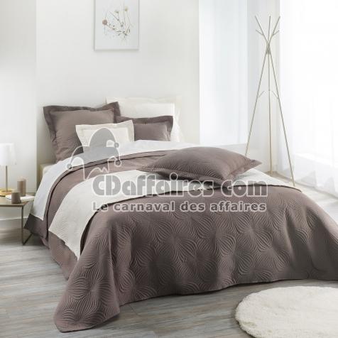 couvre lit 2 pers matelasse 220 x 240 cm microfibre unie. Black Bedroom Furniture Sets. Home Design Ideas