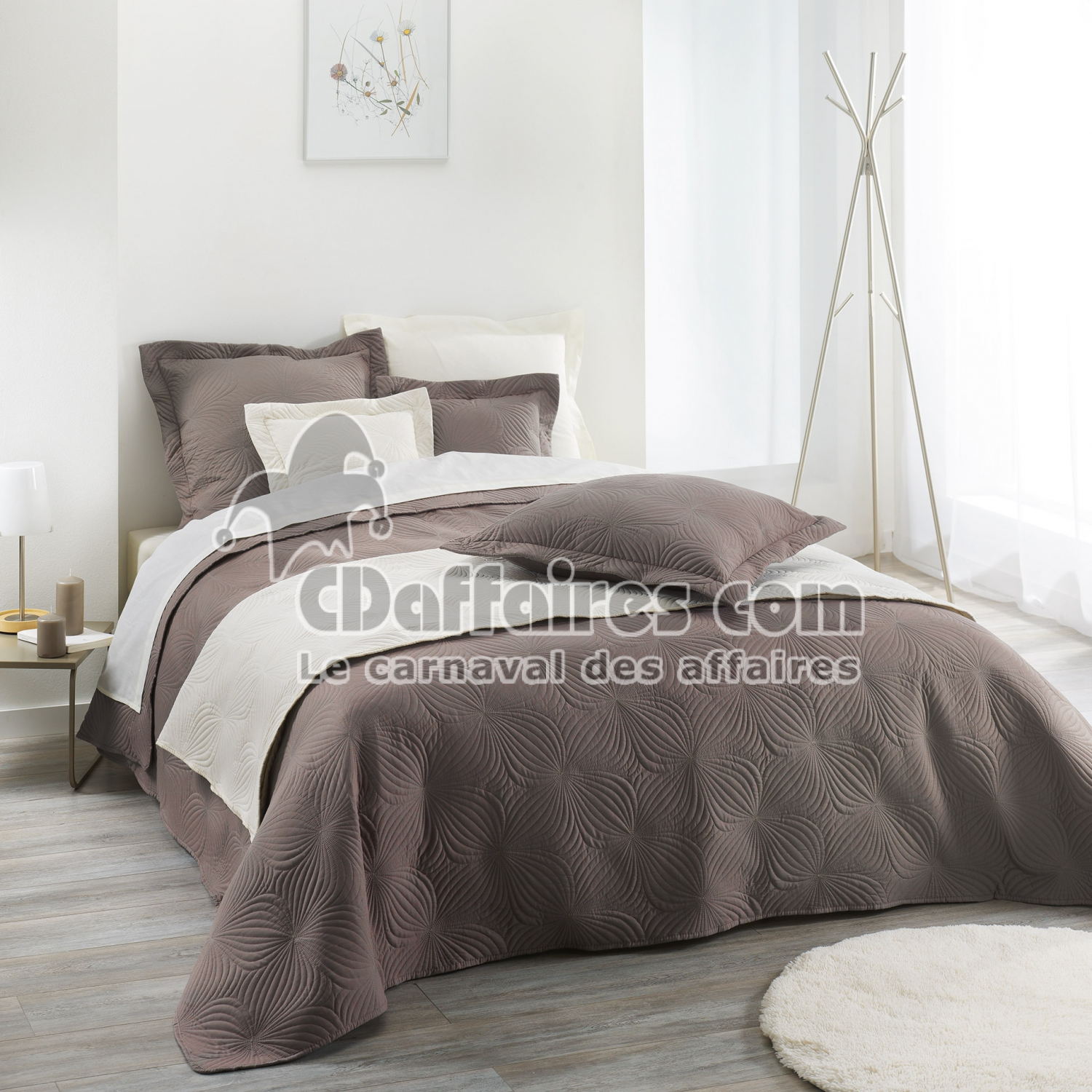 couvre lit 2 pers matelasse 220 x 240 cm microfibre unie florencia taupe cdaffaires. Black Bedroom Furniture Sets. Home Design Ideas