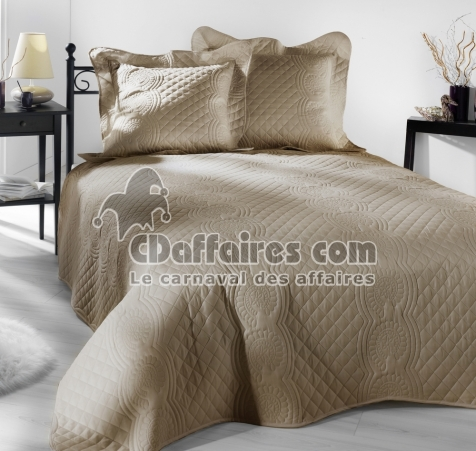 couvre lit matelass 230x250 cm nocturne taupe 2 taies d 39 oreiller. Black Bedroom Furniture Sets. Home Design Ideas