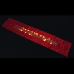 ip20/4,5v-chemin de table led-rouge-25 led blanc chaleureux-a piles-h140*28cm