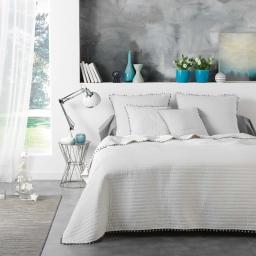 Pack couvre lit matelassé 240x260 (Dorina) microfibre+pompons + 2 housses de coussin 60x60 Coloris Blanc