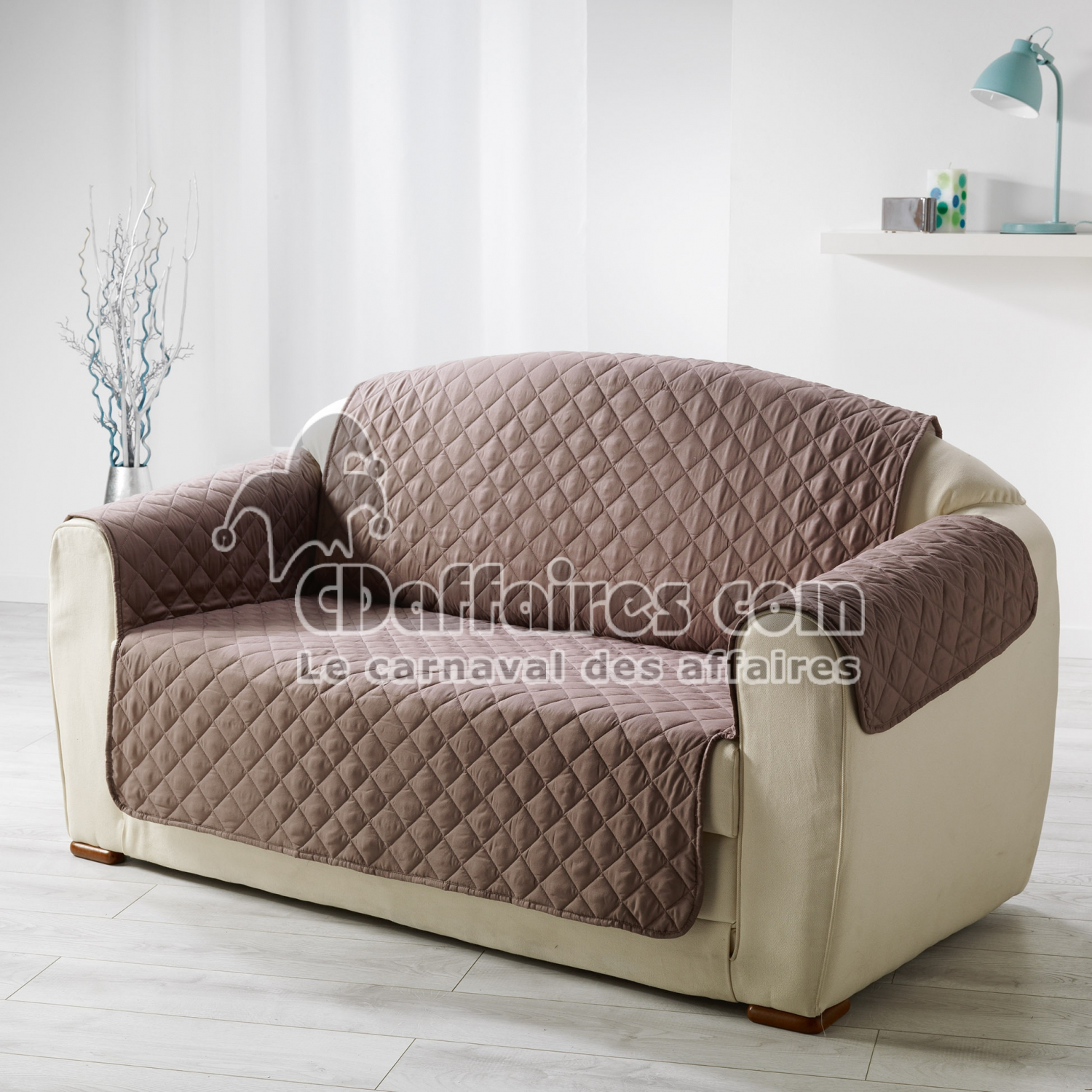 protege canape matelasse 223 x 179 cm microfibre unie club noisette cdaffaires. Black Bedroom Furniture Sets. Home Design Ideas