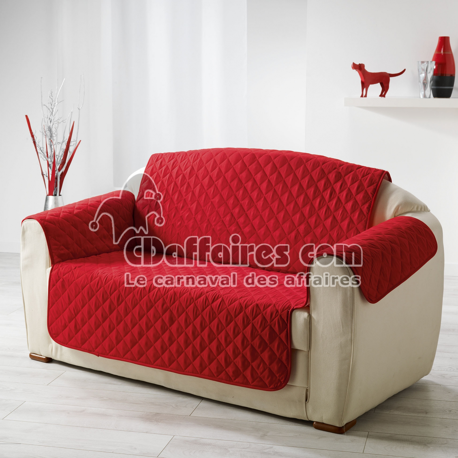 protege canape matelasse 279 x 179 cm microfibre unie club rouge cdaffaires. Black Bedroom Furniture Sets. Home Design Ideas